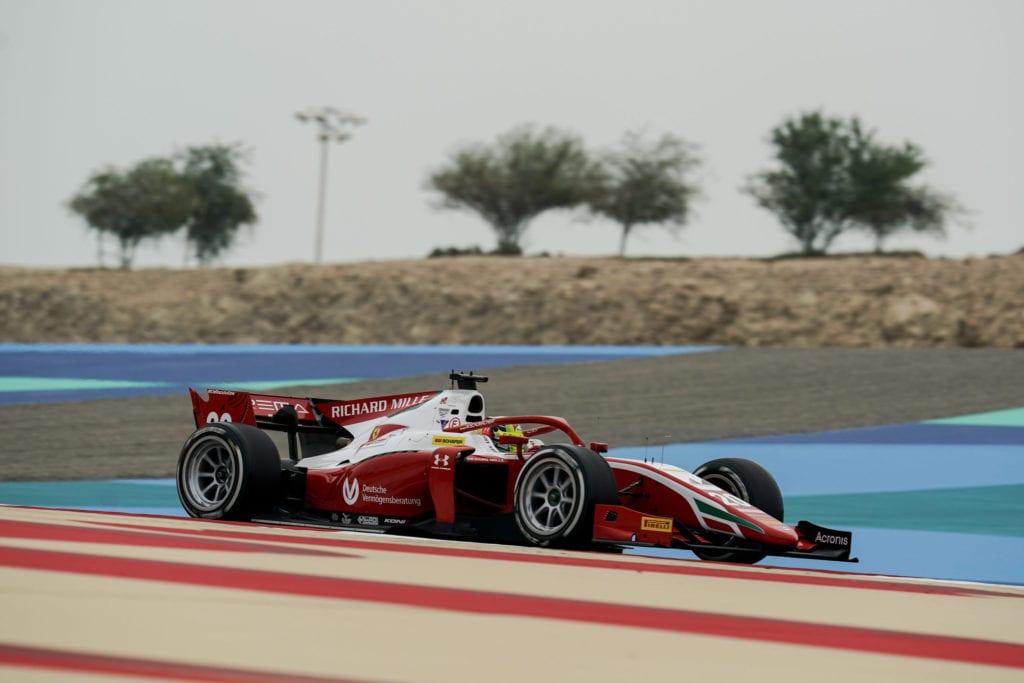 Mick Schumacher around the Bahrain circuit © XPB Images