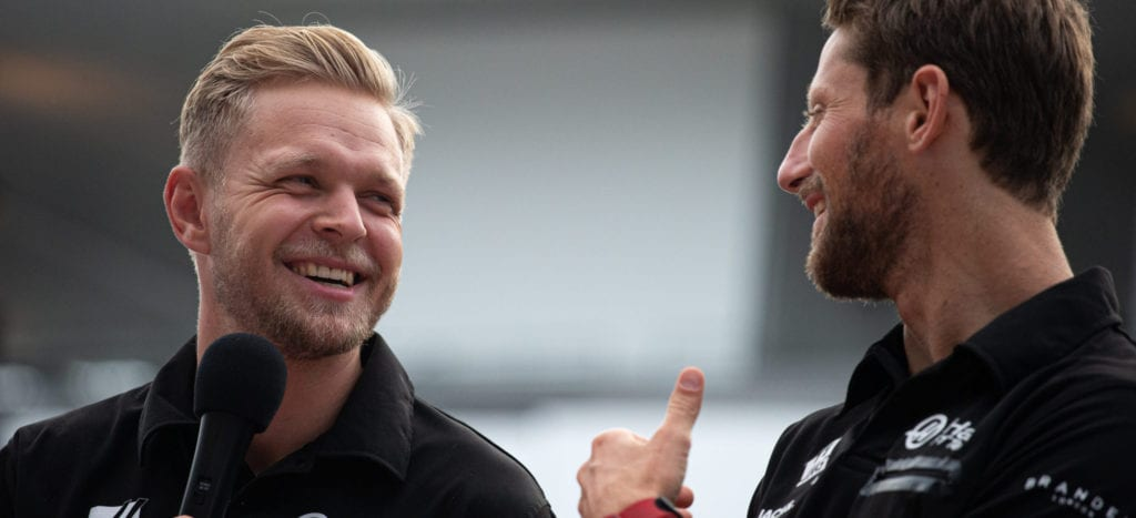 (L to R): Kevin Magnussen with team mate Romain Grosjean © XPB Images